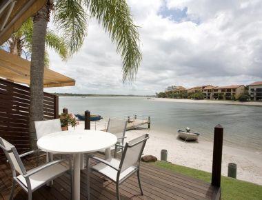 Absolute-Waterfront-Accommodation-Noosa-1