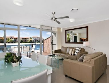 Absolute-Waterfront-Accommodation-Noosa-11