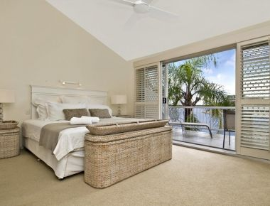 Absolute-Waterfront-Accommodation-Noosa-6