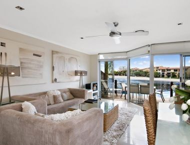 Absolute-Waterfront-Accommodation-Noosa-7