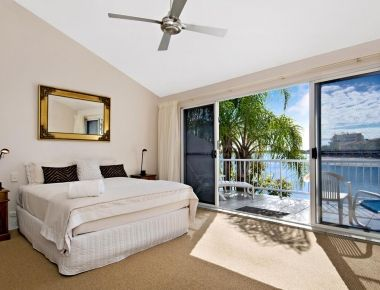 Absolute-Waterfront-Accommodation-Noosa-9