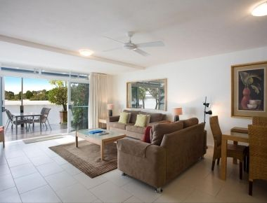 Absolute-Waterfront-Accommodation-Noosa-3