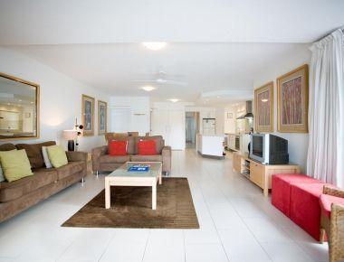 Absolute-Waterfront-Accommodation-Noosa-4