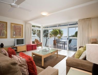 Absolute-Waterfront-Accommodation-Noosa-5