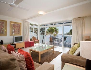 Absolute-Waterfront-Accommodation-Noosa-5